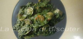 Spinaci con gamberi e vongole