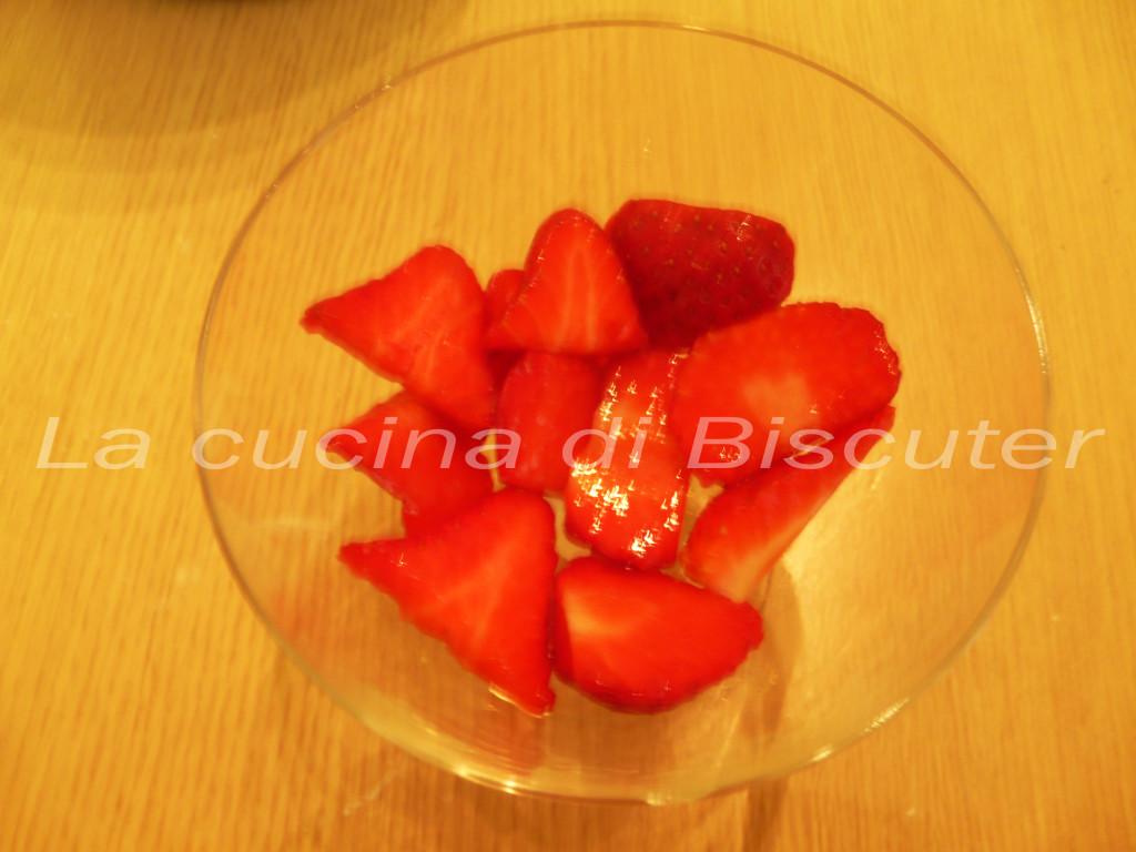 Coppa fragole crema e cioccolato _17
