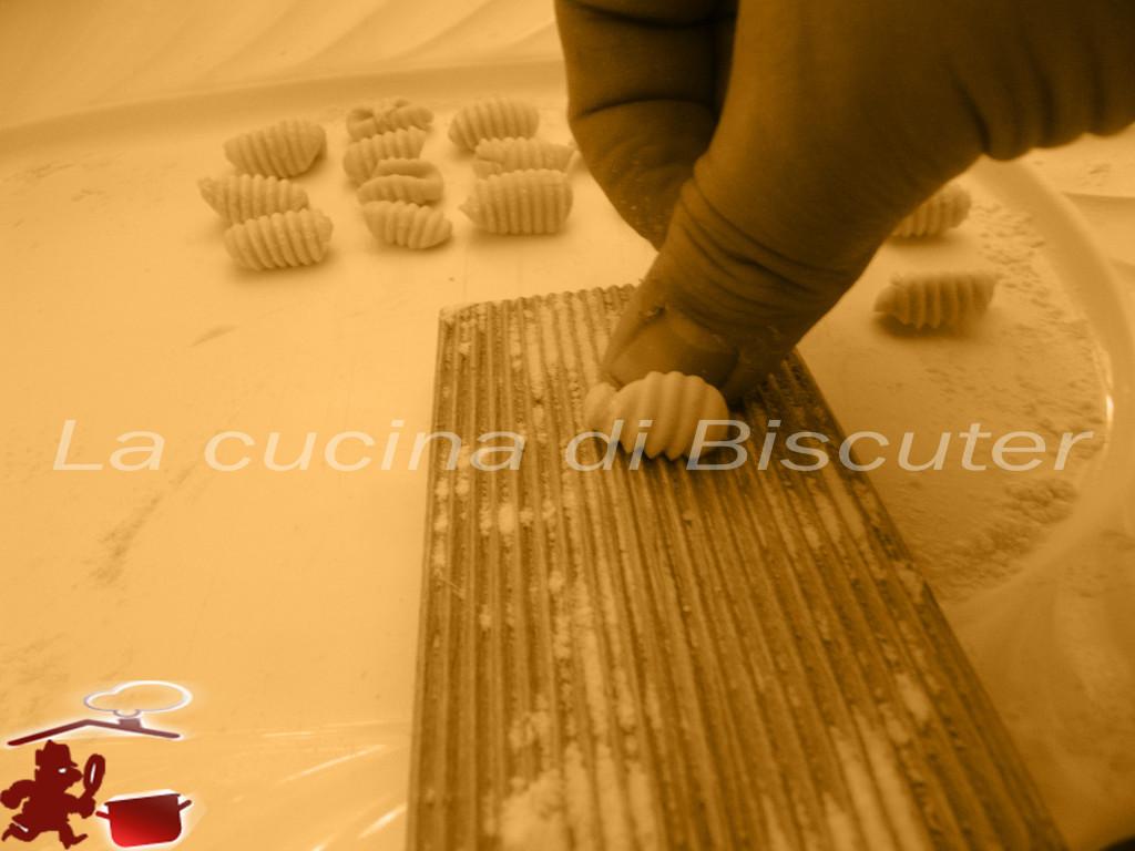Gnocchetti sardi al pesto di pistacchio 2e