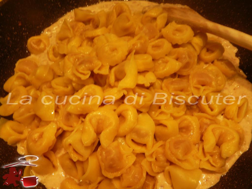 Tortellini  gorgonzola e noci 12